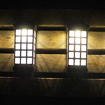 Llum solar muntada a la paret
